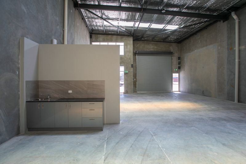 WAREHOUSE UNITS - STREET FRONT ACCESS & EXPOSURE