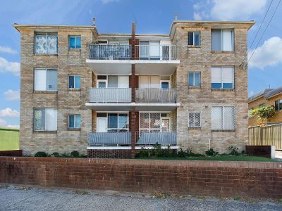 Bright & Airy Two Bedroom with Parking