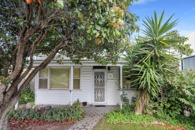 Victorian Cottage Set For Executors Auction