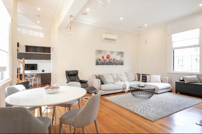 Fully furnished Townhouse in Carlton with 2 car spaces