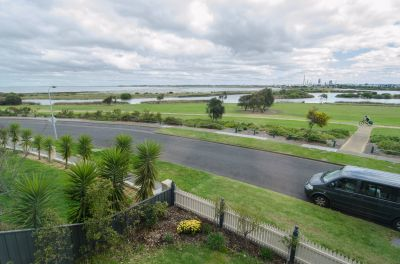 Spacious 5-Bedroom Family Home with Waterfront Views!
