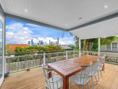 Stunning Family Home on Teneriffe Park  + Pool table + Pool + Much More