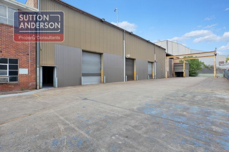 Freestanding High Clearance Warehouse/Office/Hardstand