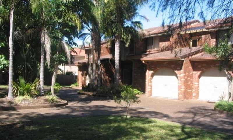 Two bedroom Townhouse ~ Close to Jimmy's Beach
