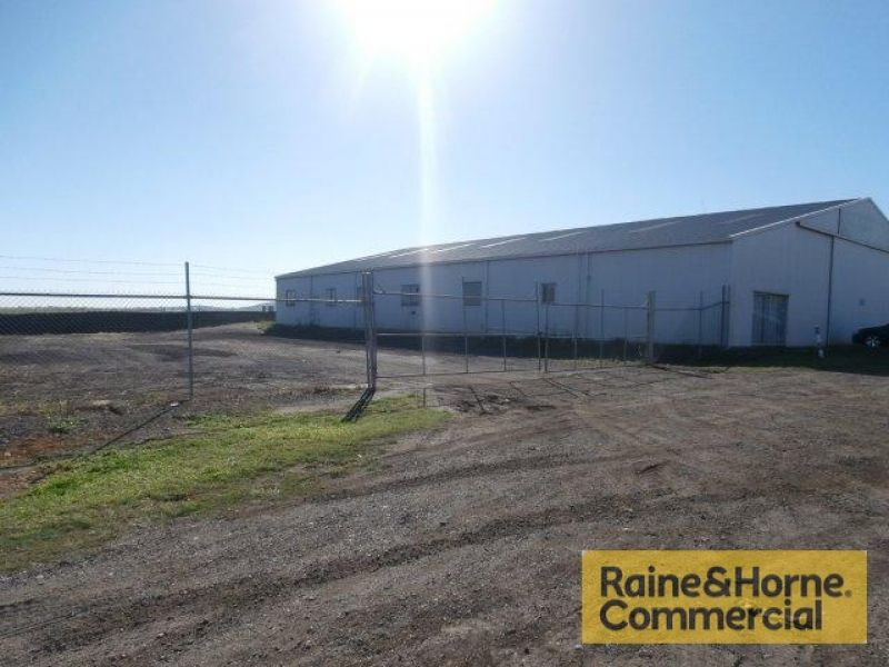 Warehouse and 1,421sqm Yard