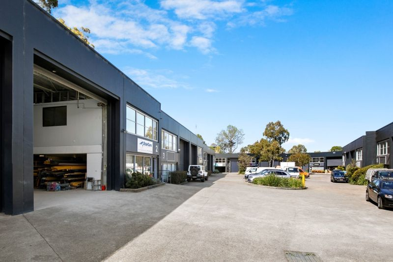IDEAL OFFICE & WAREHOUSE IN PRIME INDUSTRIAL ESTATE