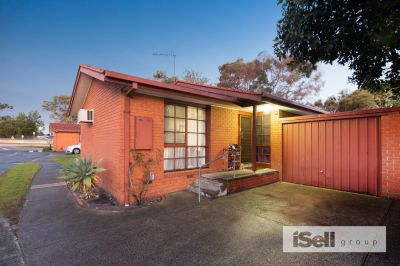 IMMACULATE UNIT IN SUPERB LOCATION