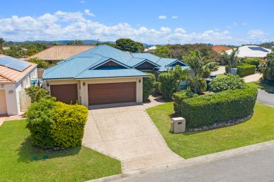 Large family home with swimming pool in the heart of Robina!
