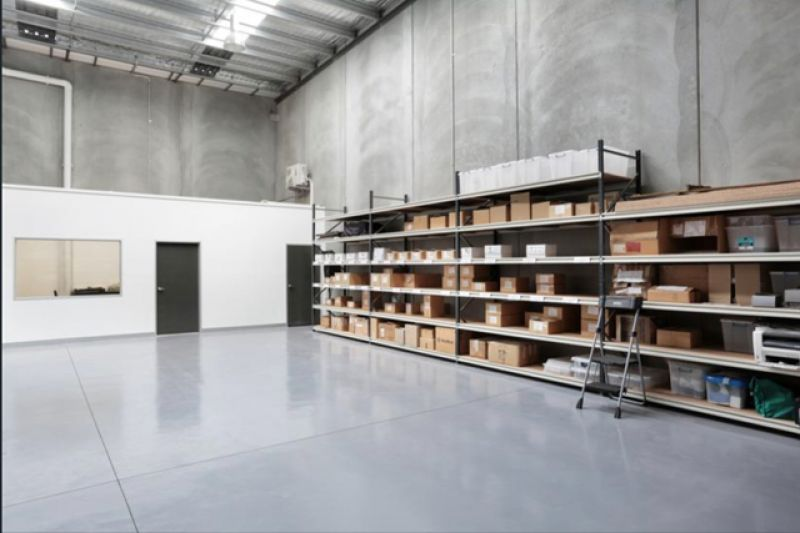 CORPORATE OFFICE WITH WAREHOUSE!