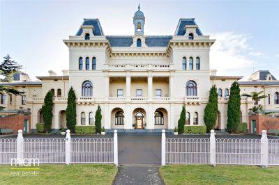 Willsmere Estate: Double Storey Apartment!