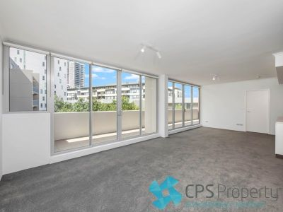 SLEEK TWO BEDROOM SUB-PENTHOUSE WITH NORTHERLY DISTRICT OUTLOOKS