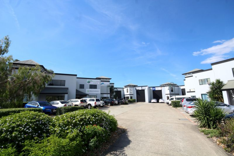 Immaculate office space with easy access to M1 motorway
