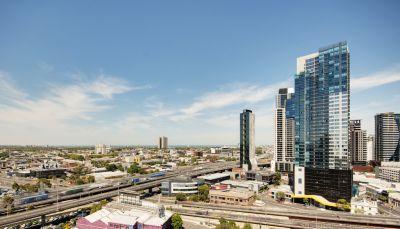 MAINPOINT, 29th floor - Modern & Spacious!