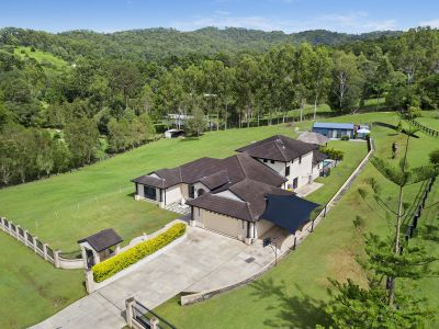 An Absolutely fantastic Family Entertainer on 2 lush acres
