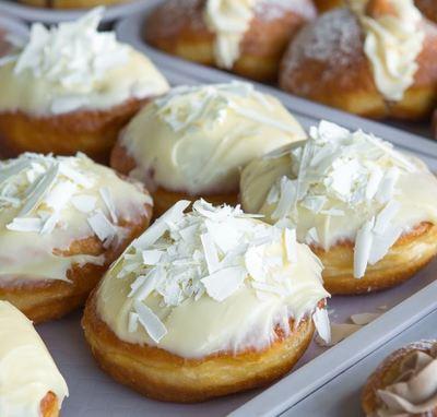 Stylish Donut Bakery Shop near Bayswater – Ref: 19431