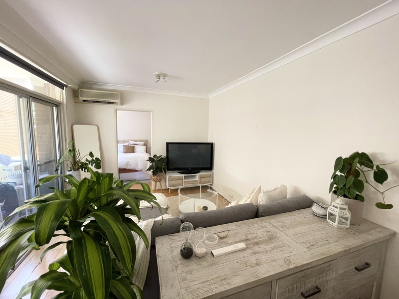 STUNNING ONE BEDROOM APARTMENT