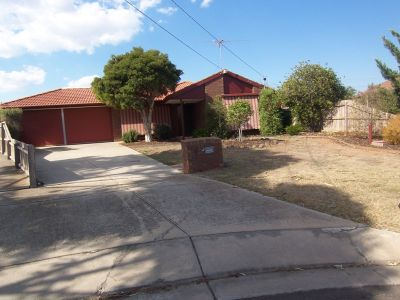 4 Bedroom family home walking distance to newly renovated/extended Werribee Plaza