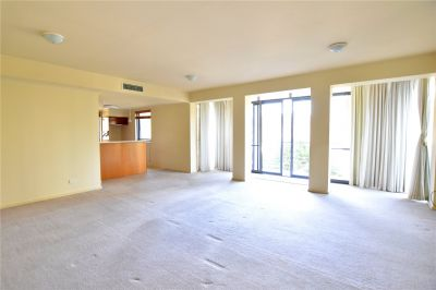 Huge Three Bedroom Apartment in Prime Southbank Location!