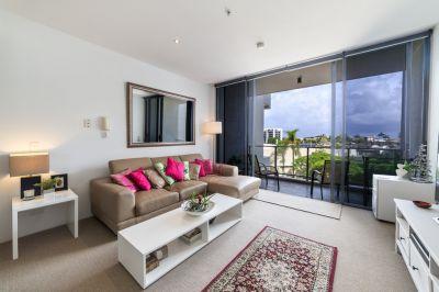 Ultra Modern Riverfront Apartment