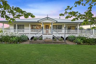 Queenslander House on Small Acreage