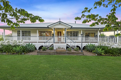Queenslander House on Small Acreage