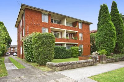 JUST LISTED.  Spacious 1 bedroom ground floor apartment.