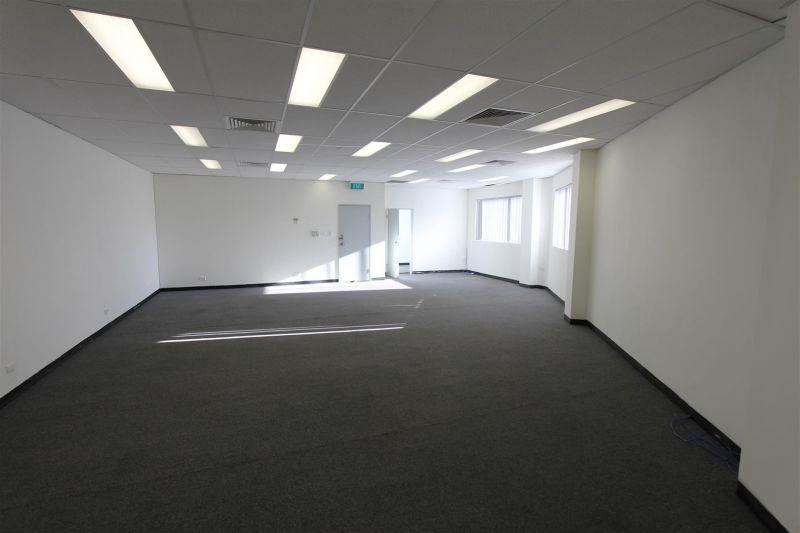73m² Office/showroom Kiora road