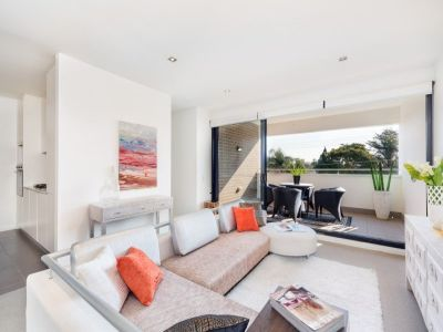 Sleek and sophisticated in lifestyle location - Top floor apartment