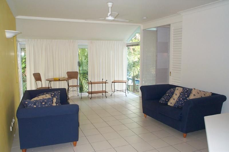 8/10 Pembroke St, Parramatta Park  Spacious one bedroom apartment located in a small complex close to the city in Parramatta Park.