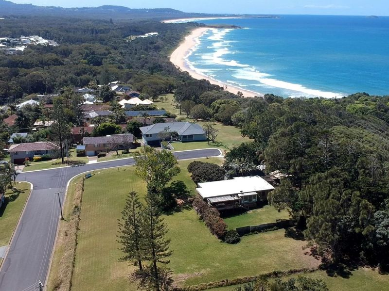 For Sale By Owner: 28 Headland Road, Sapphire Beach, NSW 2450