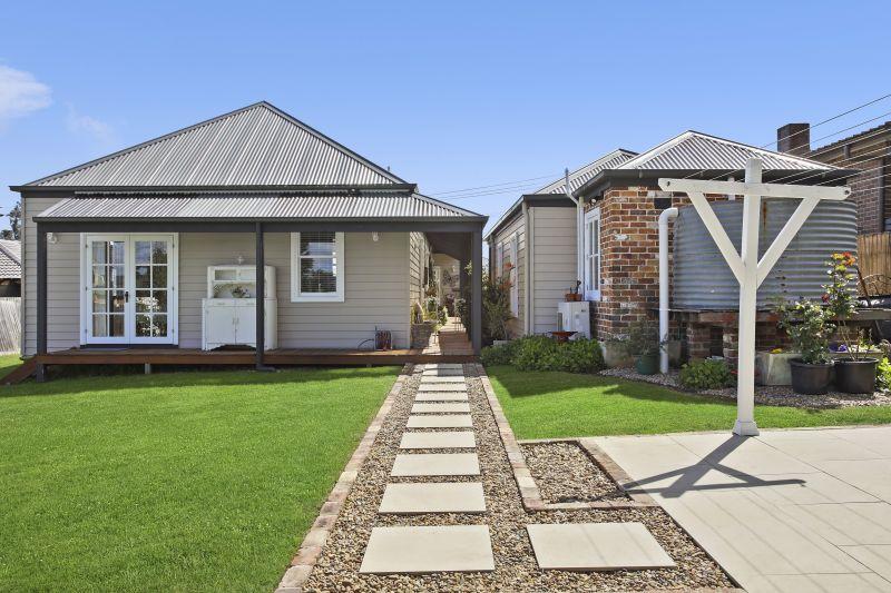 Stunning cottage on a 976.2sqm block