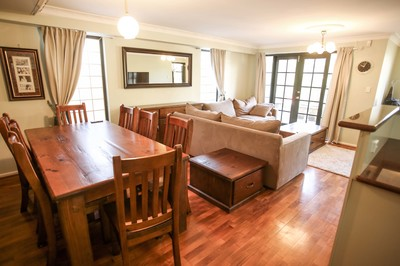 F/Furn 2-BR apartment, ground floor with courtyard.