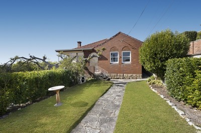 Middle Harbour views | Fabulous updated family home!