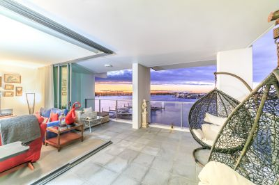 A Coveted North-Eastern Position Surrounded By Broadwater Views!