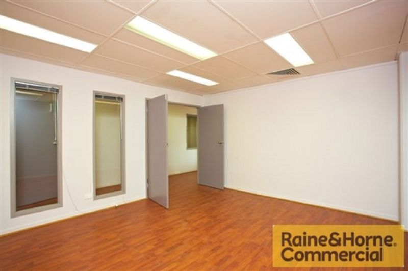 Cheap office space on Montague Road!