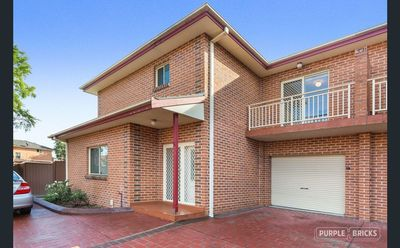 3 BEDROOM TOWNHOUSE, GREAT LOCATION