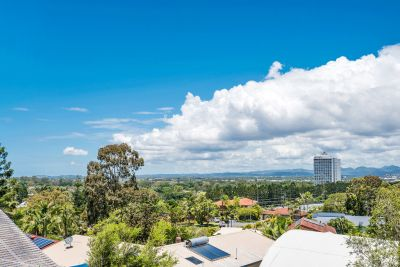 Must Be Sold! Ashmore's most amazing view!