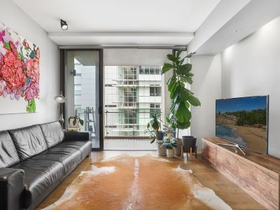Spacious1 Bedroom Apartment of Unique Contemporary Style