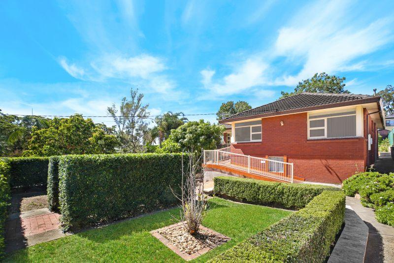 8 Ballanda Avenue, Lugarno NSW 2210