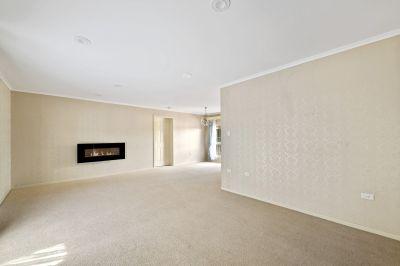 2 Weeks Free Rent - Large Home In Prestigious East Toowoomba!