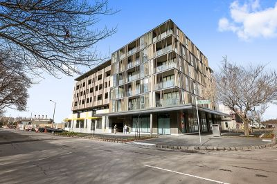 RIGHT IN THE HEART OF WILLIAMSTOWN- One bedroom... plus study!
