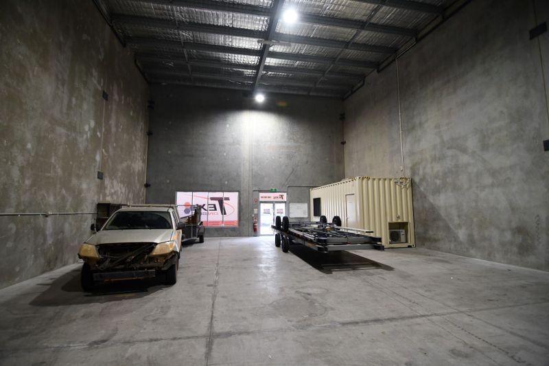 Modern High Clearance Warehouse Unit