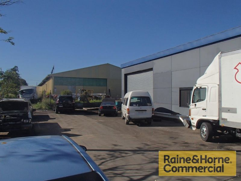 Tidy Clear Span Warehouse in a Quality Location