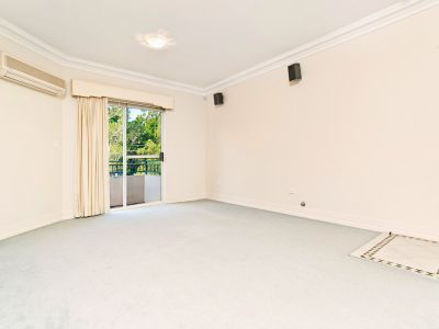 TOP FLOOR APARTMENT WITH NORTH EAST ASPECT