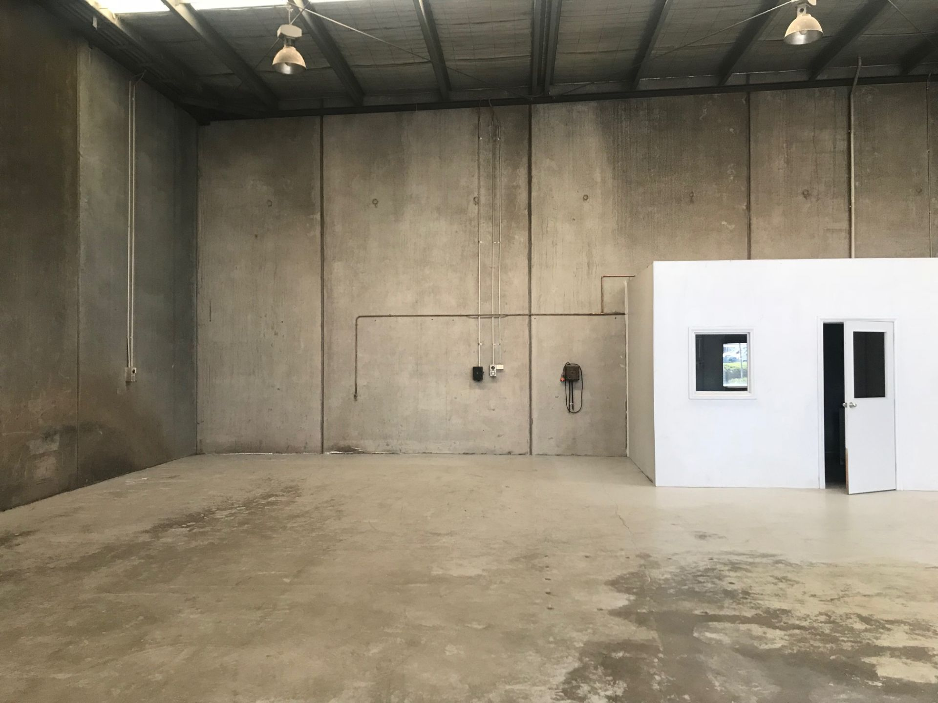 PERFECT STORAGE/STARTER WAREHOUSE - Highly Sought After Location!