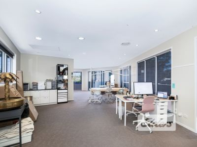 LIGHT FILLED OFFICE/RETAIL WITH EXPOSURE!