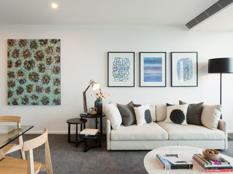 Fabulous One Bedroom Apartment on the 40th Floor of the Stunning Southbank Grand Complex!