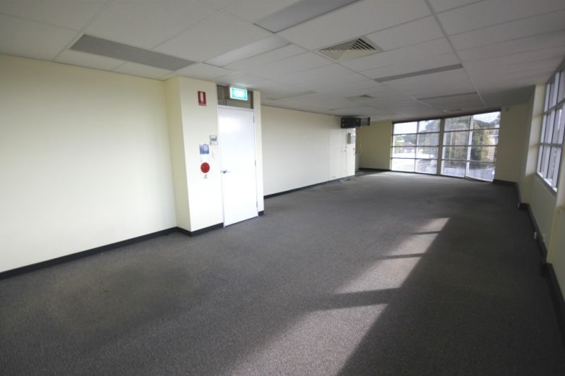 104m2 1ST FLR OFFICE WITH FITOUT & NATURAL LIGHTING