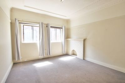 Spacious One Bedroom Unit with Internal Laundry
