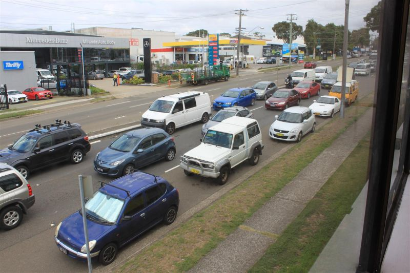 160M² SHOWROOM ON CAPTAIN COOK DRIVE